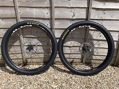 Shimano Mt 500 Boost 27.5 Wheelset With Rt81 Ice Centrelock Rotors And Tyres • 150£