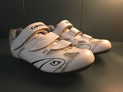Cycling Shoes • 5£
