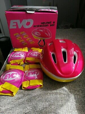 Girls Cycle Helmet And Protection Set • 5.50£
