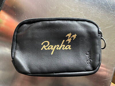 Custom Rapha Essentials Case • 35£